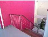 マカロン 階段2階より